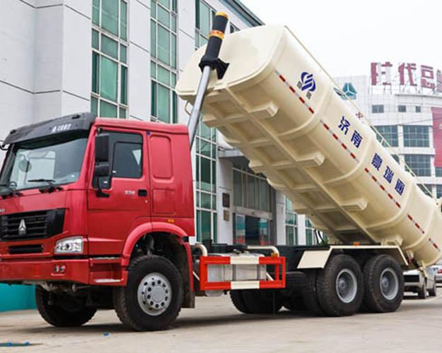 自卸式垃圾车-豪沃